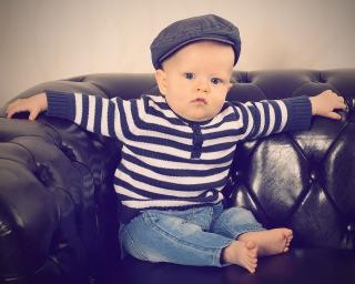 Baby im Sessel